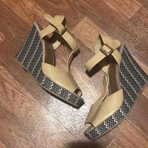 "Shoe ""Faded Glory"" Size 91/2 Peek-a-boo toe EUC♥️"